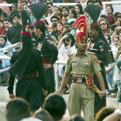 Pakistan (in black) and Indian (in khaki) Soldiers