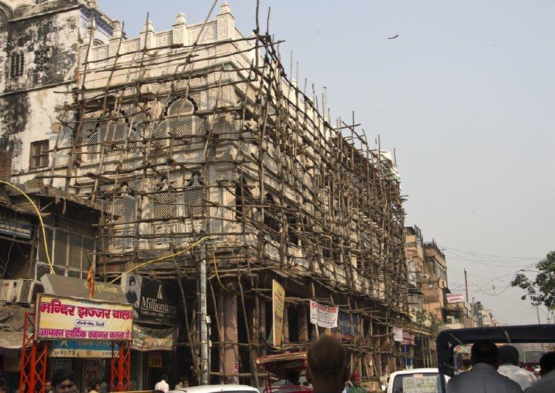 Main Bazaar scaffolding in Paharganj