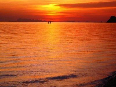 caminando en el mar