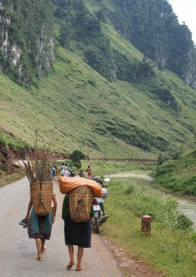 Women with their loads walking along the valley floor