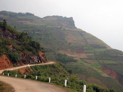 The road between Ha Giang and Dong Van