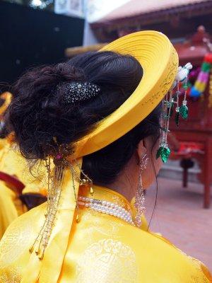 Nghi Tam Dinh water celebration : headdress