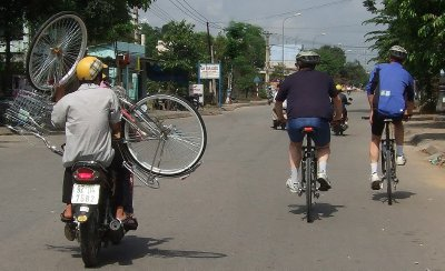 Hoi An cycling  back up service, April 2011