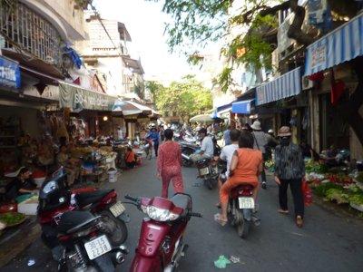 Market_in_hanoi.jpg