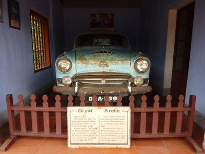huy_pagodas_ducs_car.jpg