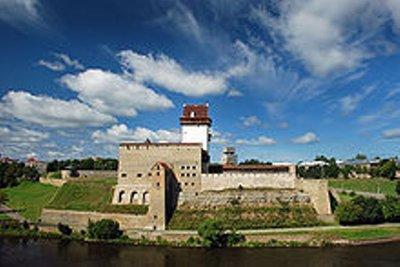 220px-Narva_castle_2008.jpg