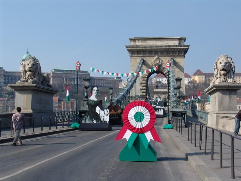 Széchenyi lánchíd on Nemzeti ünnep