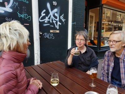 Haarlem - Jeni, Marina and Bert at the Uiltje brewery-bar