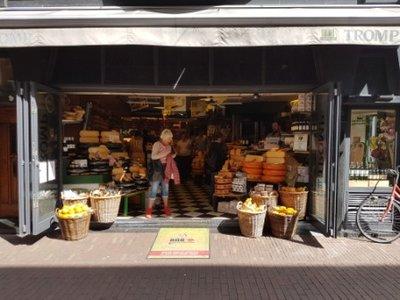 Haarlem - Jeni, Marina and Bert in Tromp cheese shop