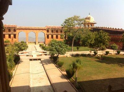 Jaigar_Fort_-_garden.jpg