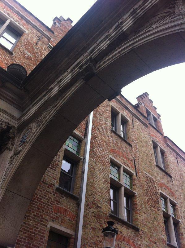 large_Bruges_-_o.._top_window.jpg
