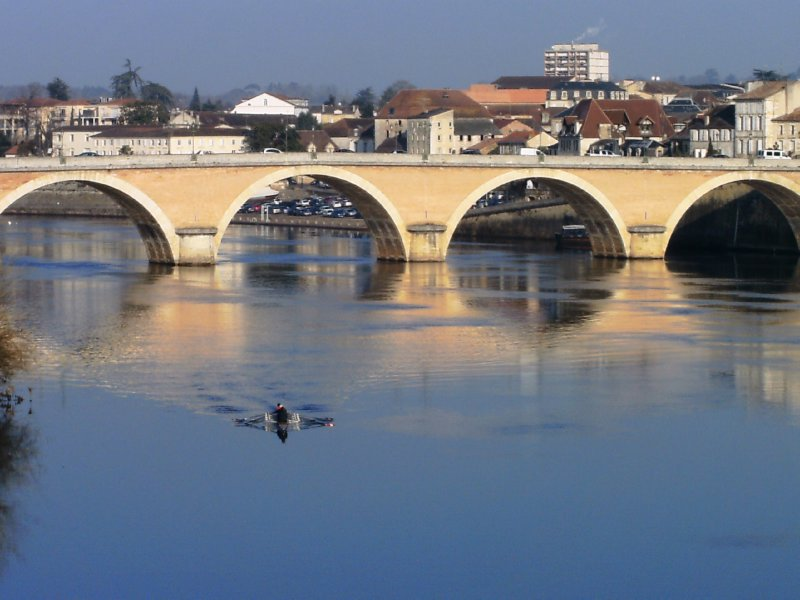 Old bridge over the Dordogne, Bergerac