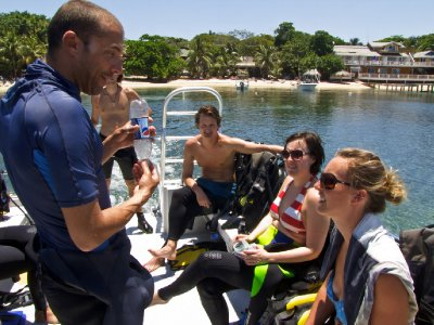 Roatan, Honduras - Briefing from our instructor