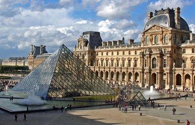 Louvre_Museum.jpg