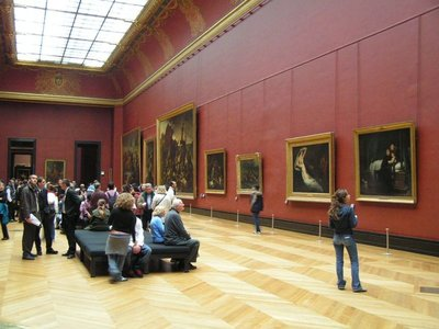 Louvre_Museum_Gallery.jpg