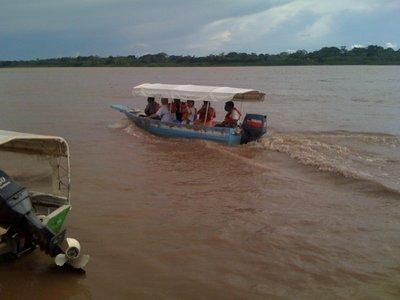 På vei nedover elven til indianerbyen...
