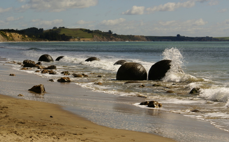 Moeraki Boulders Beach