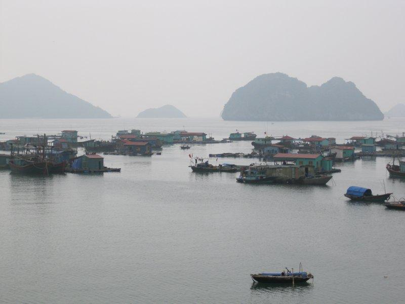 Halong Bay boat trip (1)