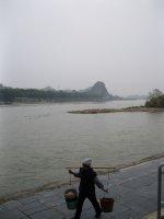 Moman_on_the_Li_River.jpg