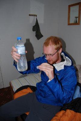På tide å brygge sitt eget vann! Kanskje ingen pangsuksess når vannet blir brunt og lukter svovel??? - hehe!!