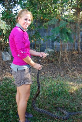 Denne tre meter lange slangen har Claire og meg fisket ut av en bettongvegg :-)