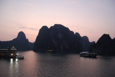 O5.30; soloppgang i Ha Long Bay :-)