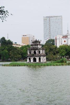 Pagoden midt i innsjøen i Hanoi