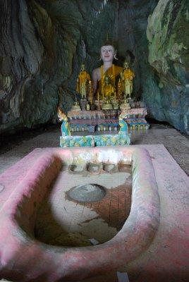 Buddhas fotavtrykk. Hans store ben vel å merke - hehe!