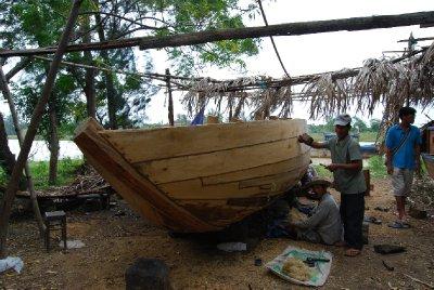 Trebåtbygging på gamlemåten!