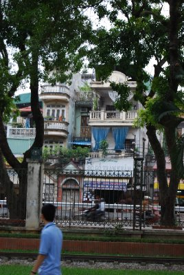 Eksempel på de smale husene de har her; to til tre meter i bredden!