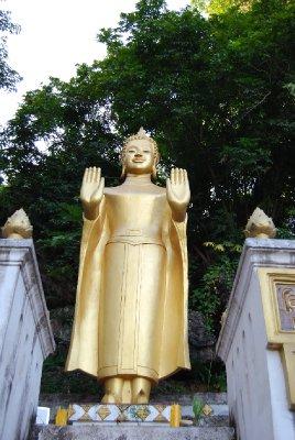 Buddha! Begge hender strekt frem betyr visst likhet mellom menn og kvinner!