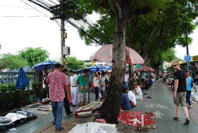 Markedsgate i Bangkok; her er gatene alltid travle!