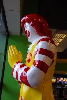 Til og med figuren på McDonalds har fått et nationalistisk preg!