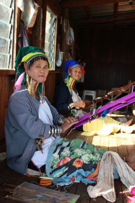 long neck women weaving