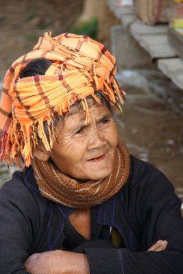 shan woman at market