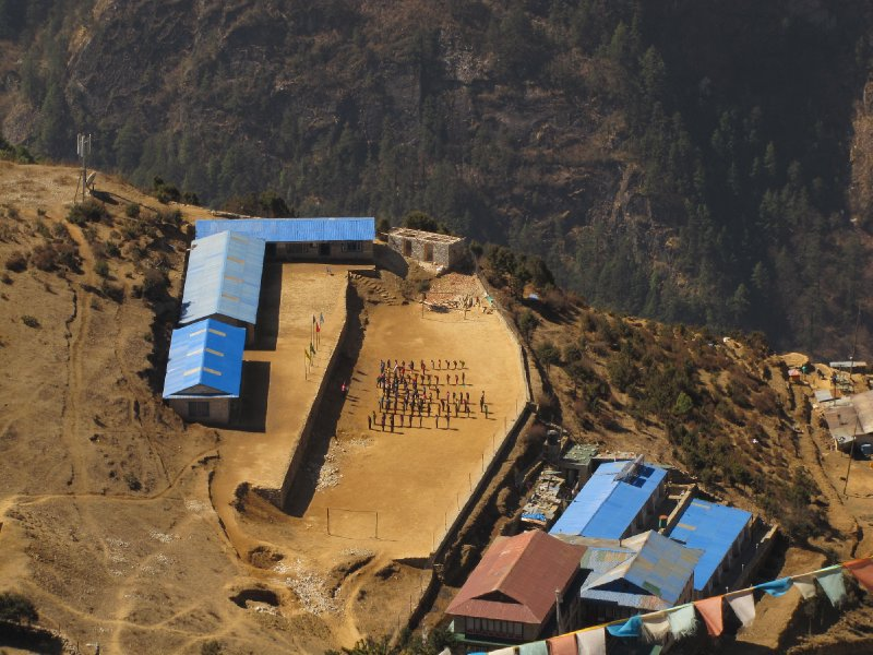 vue de haut de l'école de Namche Bazar