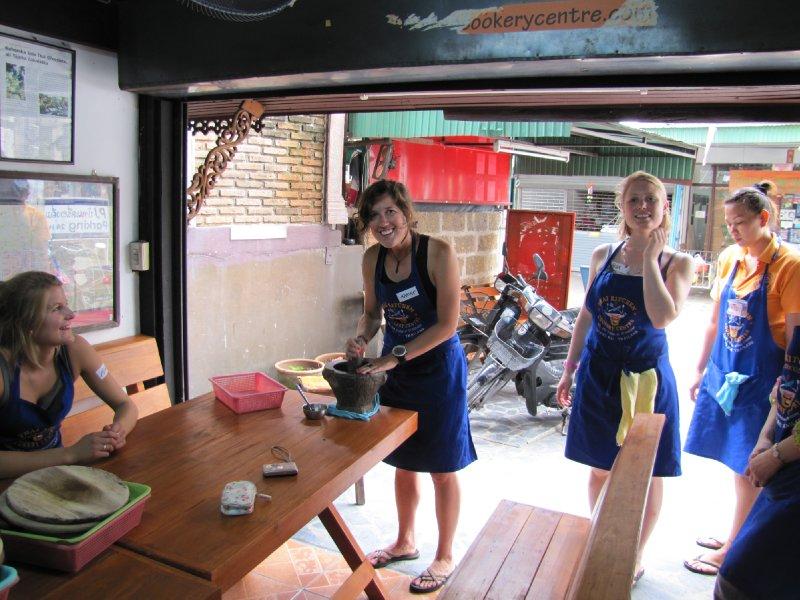Cours de cuisine Thai : moi qui prépare notre propre Green Curry