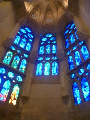 2Stained_glass_windows.jpg