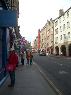 Looking up High Street (the Royal Mile)