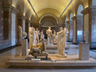 Statues_in_Le_Louvre.jpg