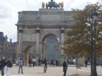 The_Louvre..rrousel.jpg