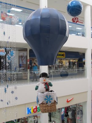 Christmas decorations in shopping centre in San Salvador