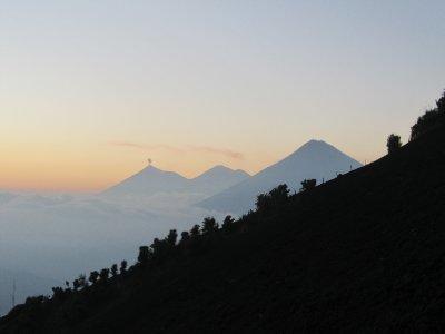 Hiking up Volcán Pacaya