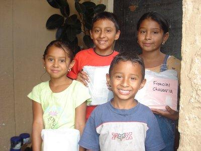 Glade barn som har faatt utstyr til skolestart!