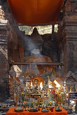 Altar with Buddhas