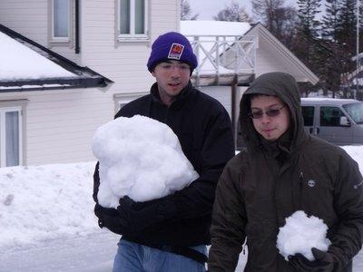 Alex e sua bola de neve que alcançou os 10Kg!