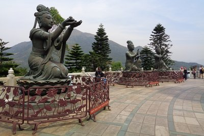 Statues at the base of the buddha.