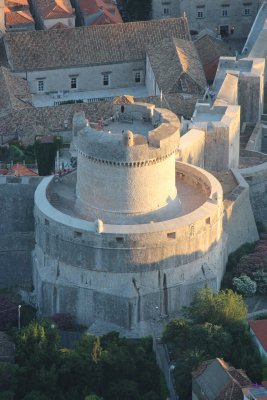 The fort and walls that fortify Dubrovnik