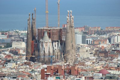 A view of Sagrada Familia from the highest viewpoint in Park Guell