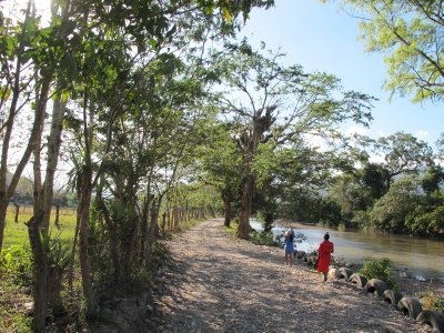 The road to the Chorti village, beside the Copán river